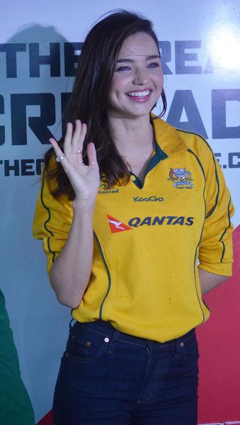 Миранда Керр поддержала австралийских регбистов