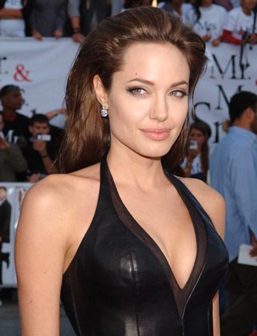Анджелина Джоли не верит в супружескую верность