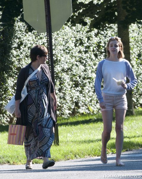 Эмма Уотсон отдыхает с мамой в Хэмптонсе