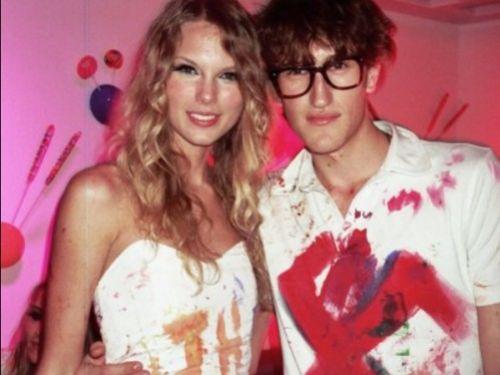 Скандал вокруг фото Тэйлор Свифт с вечеринки Кэти Перри