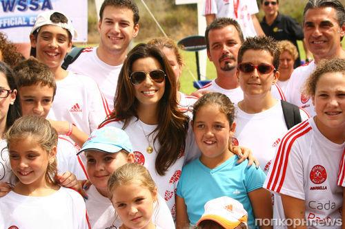 Ева Лонгория поучаствовала в пешем марафоне