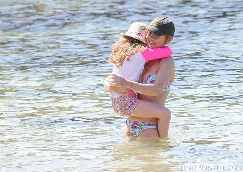 Джери Холливэлл на пляже в Сиднее