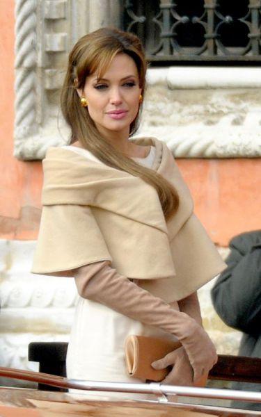 Анджелина Джоли открыла школу в Афганистане