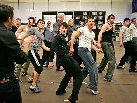 Дэниел Рэдклифф танцует и поет на Бродвее
