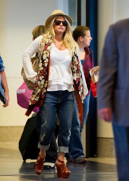 Поникшая Джессика Симпсон в аэропорту Лос-Анджелеса