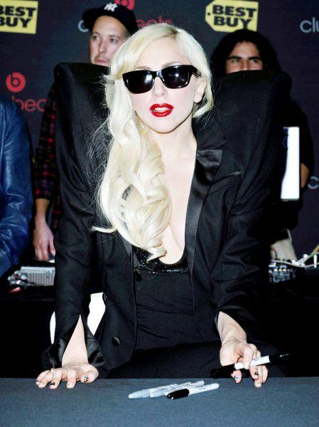 Парики Lady GaGa отображают ее настроение