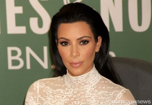 Ким Кардашьян появилась на публике в очередном безумном наряде