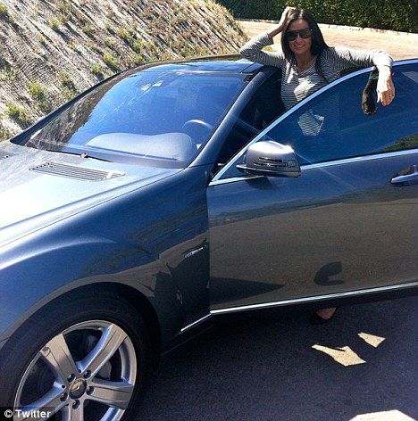 Деми Мур собирается купить машину