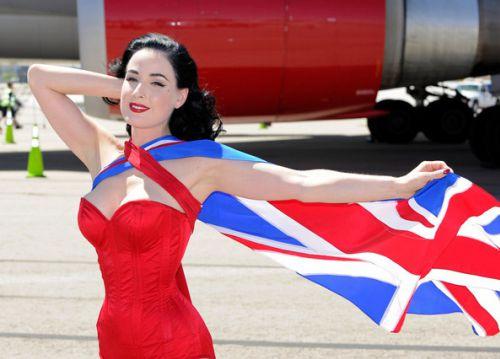 Дита фон Тиз позирует для Virgin Atlantic Airways