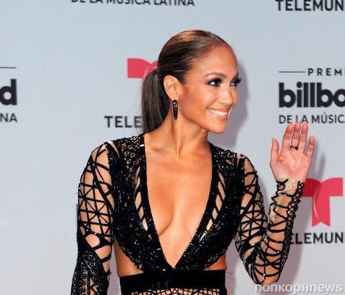 Дженнифер Лопес и Ева Лонгория на красной дорожке Billboard Latin Music Awards