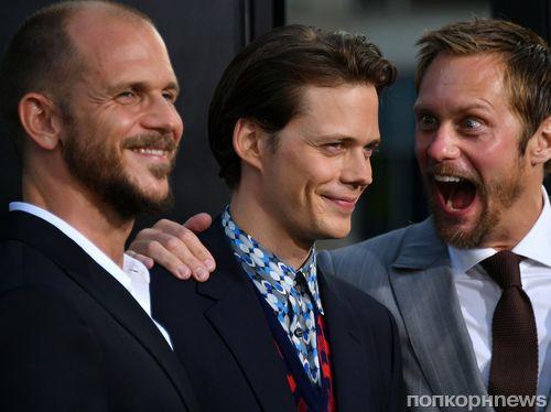 Билл Скарсгард привел звездных братьев на премьеру «Оно»