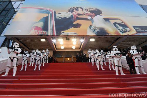 Олден Эренрайк, Эмилия Кларк и другие звезды «Хана Соло» на премьере фильма в Каннах