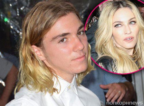 Сын Мадонны и Гая Ричи устроился работать курьером