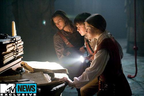 """Трейлер и отрывки из фильма """"Хроники Нарнии: Покоритель зари"""""""