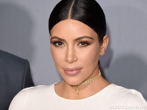 Ким Кардашьян носит накладки на ягодицы