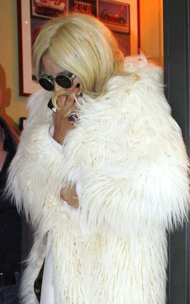 Застенчивая Lady GaGa