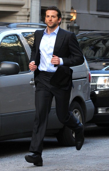 Брэдли Купер на съемочной площадке фильма «Области тьмы»