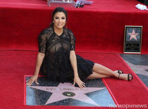 Фото: Ева Лонгория получила именную звезду на Аллее славы