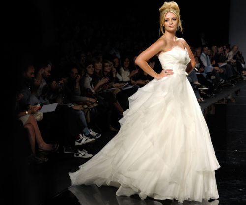Миша Бартон на показе свадебных нарядов