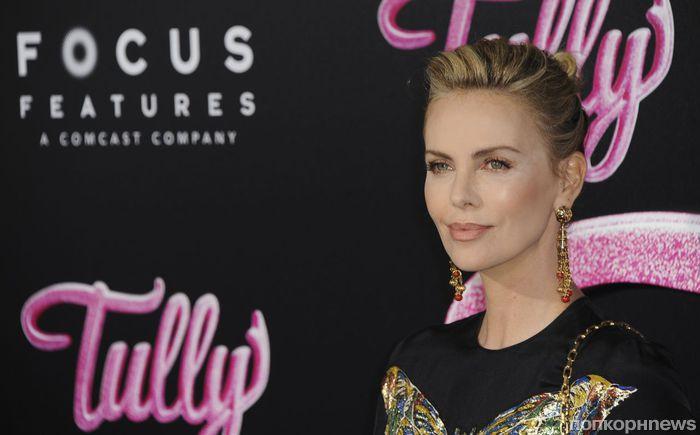 Фото: Шарлиз Терон на премьере фильма «Талли» в Лос-Анджелесе