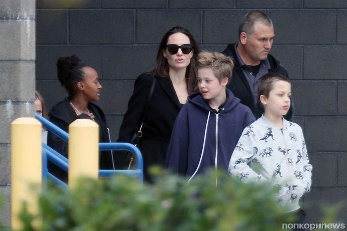 Анджелина Джоли отвела детей в кино на новую «Лару Крофт»