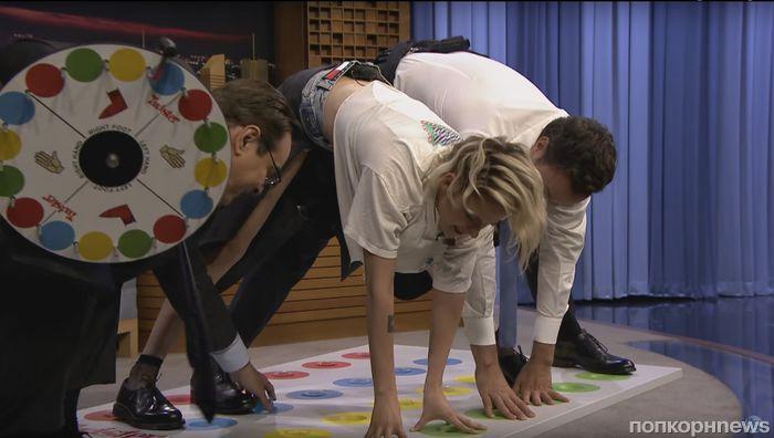 Видео: Кристен Стюарт сыграла в желейный твистер на шоу Джимми Фэллона