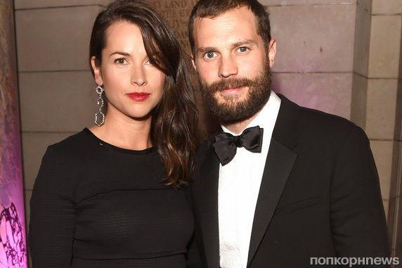 Джейми Дорнан с супругой посетил благотворительный вечер в Лондоне