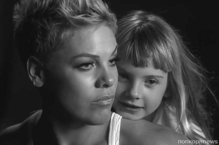 Пинк снялась с дочерью в клипе на песню Wild Hearts Can't Be Broken