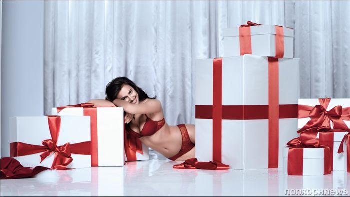 Ирина Шейк снялась в рождественской рекламе нижнего белья Intimissimi