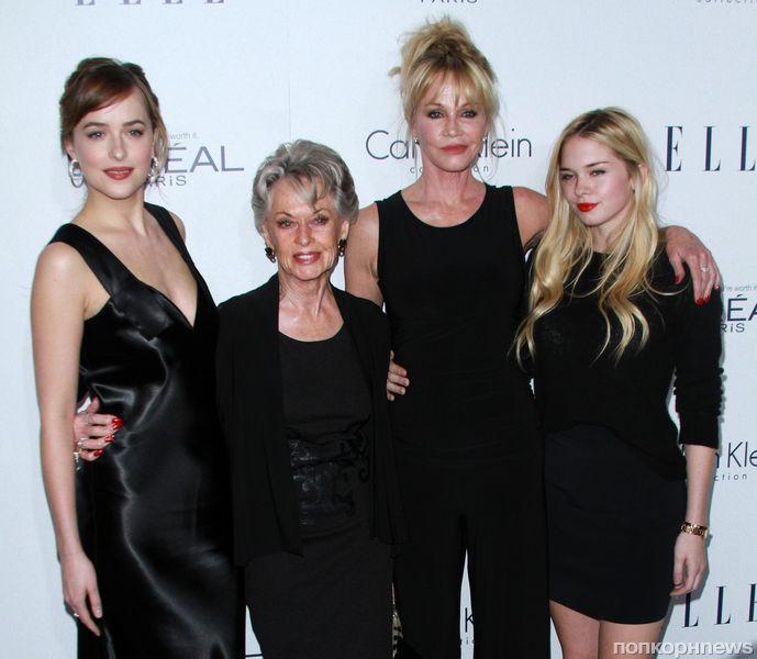 Звезды на премии  Women in Hollywood Awards  в Лос-Анджелесе