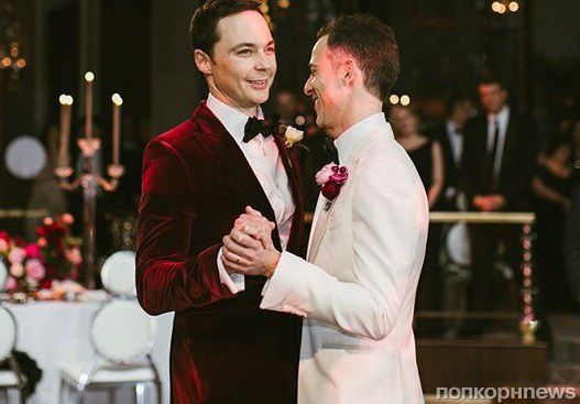 В сети появились первые фото со свадьбы Джима Парсонса