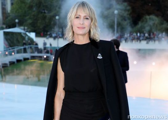 Робин Райт и Кейт Мосс приехали на показ Saint Laurent в Париже