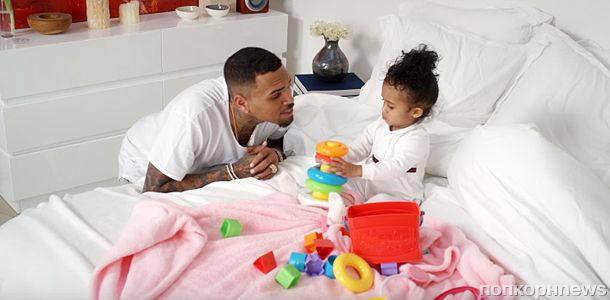 Крис Браун снял дочь в новом клипе
