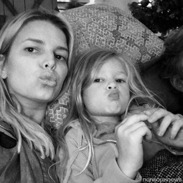 Джессика Симпсон показала подросшую дочь