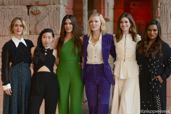 Кейт Бланшетт, Сандра Буллок и другие звезды на фотоколле «8 подруг Оушена» в Нью-Йорке