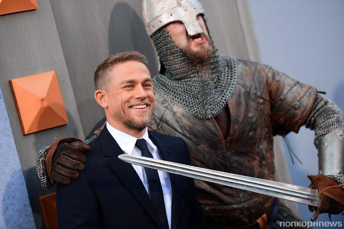 Чарли Ханнэм и другие звезды на премьере «Меч короля Артура» в Лос-Анджелесе