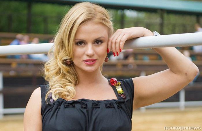Анна Семенович стала «лицом» журнала о похудении