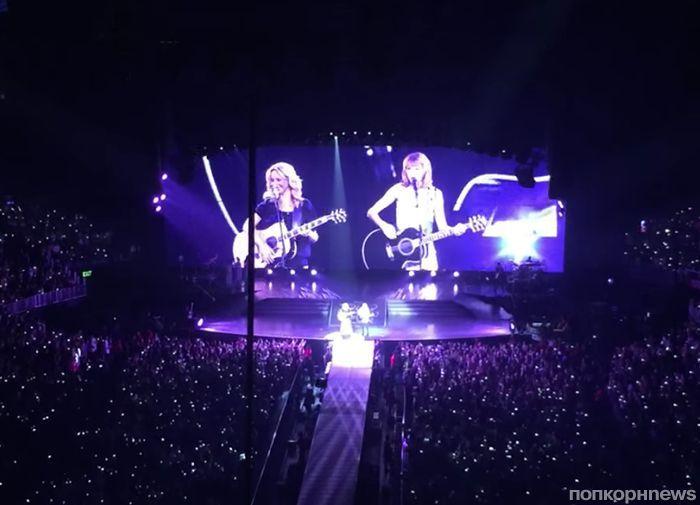 Тейлор Свифт и Лиза Кудроу иполнили песню про драного кота
