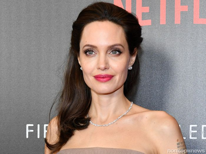 СМИ: Анджелину Джоли госпитализировали после обморока