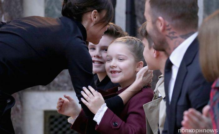 Семейный выход: Дэвид и дети поддержали Викторию Бекхэм на показе ее новой коллекции
