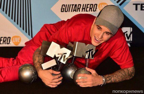 Звезды на красной дорожке церемонии MTV EMA 2015