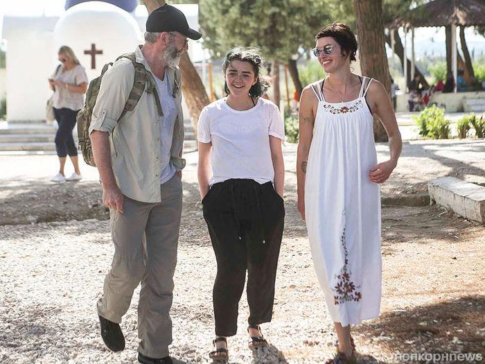 Звезды «Игры престолов» призвали Грецию помочь беженцам