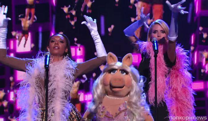 Хайди Клум, Мелани Браун и мисс Пигги исполняют It's Raining Men