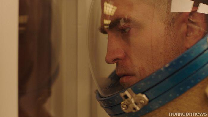 Первый кадр: Роберт Паттинсон в фантастической драме «Высшее общество»