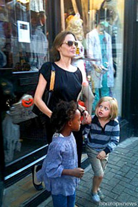 Стоп-кадр: Лиз Херли, Райан Рейнольдс, Анджелина Джоли ... анджелина джоли без макияжа