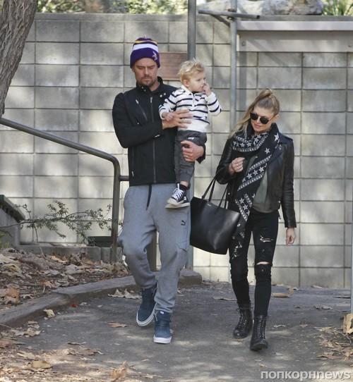 Ферги и Джош Дюамель на прогулке с сыном