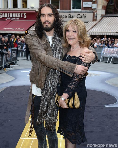 Рассел Бренд с мамой