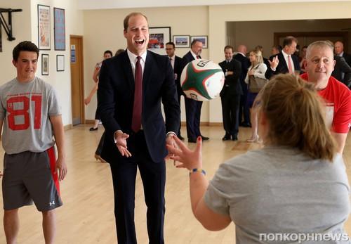 Принц Уильям сыграл в регби в рамках своего визита в Национальный спортивный центр Кардиффа