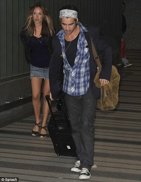 Колин Фаррелл с Алисией Бачеледа в аэропорту Лос-Анджелеса