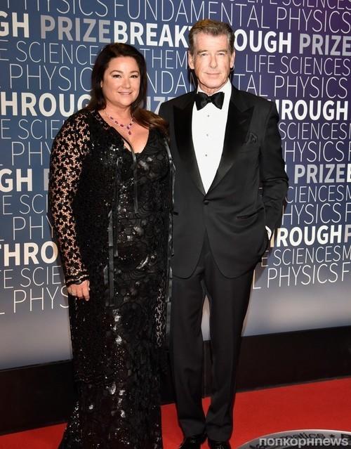 Пирс Броснан с супругой